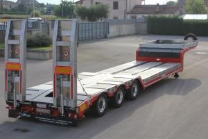 Semirimorchio per il trasporto di macchine operatrici e cose: 4 Assi - Accessoriato